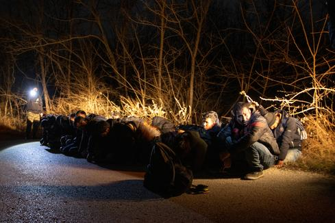 Greece blocks migrants at Turkish border