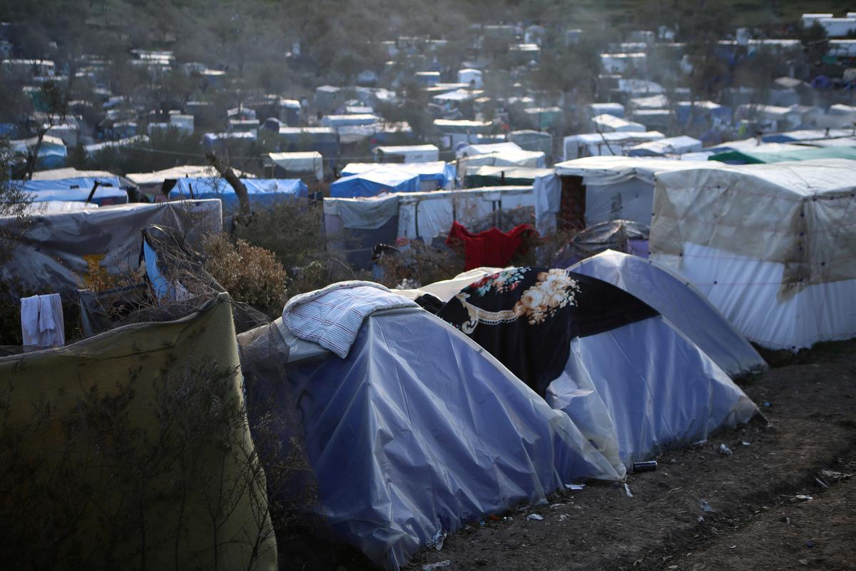 MSF urges Greece to evacuate migrant camps due to coronavirus risk - Reuters