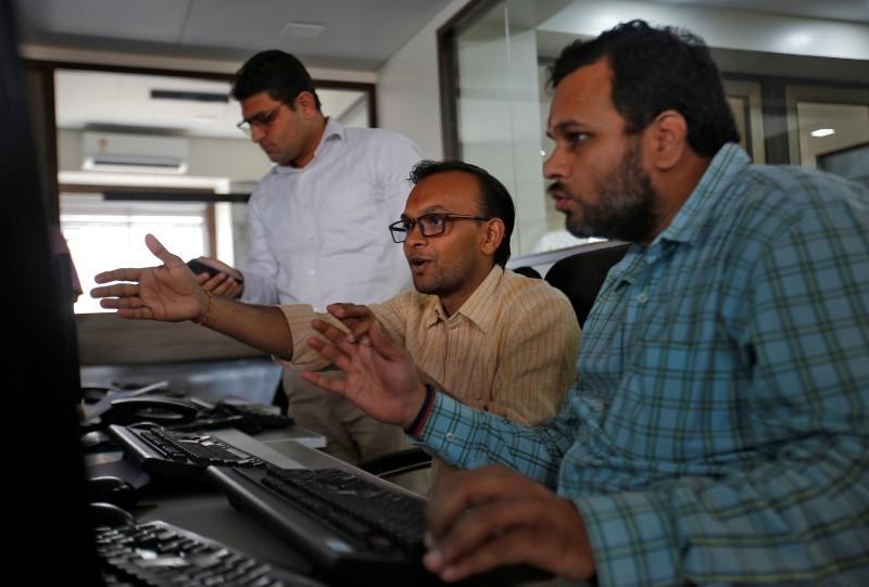 Indian shares jump on global stimulus hopes ; IT stocks shine