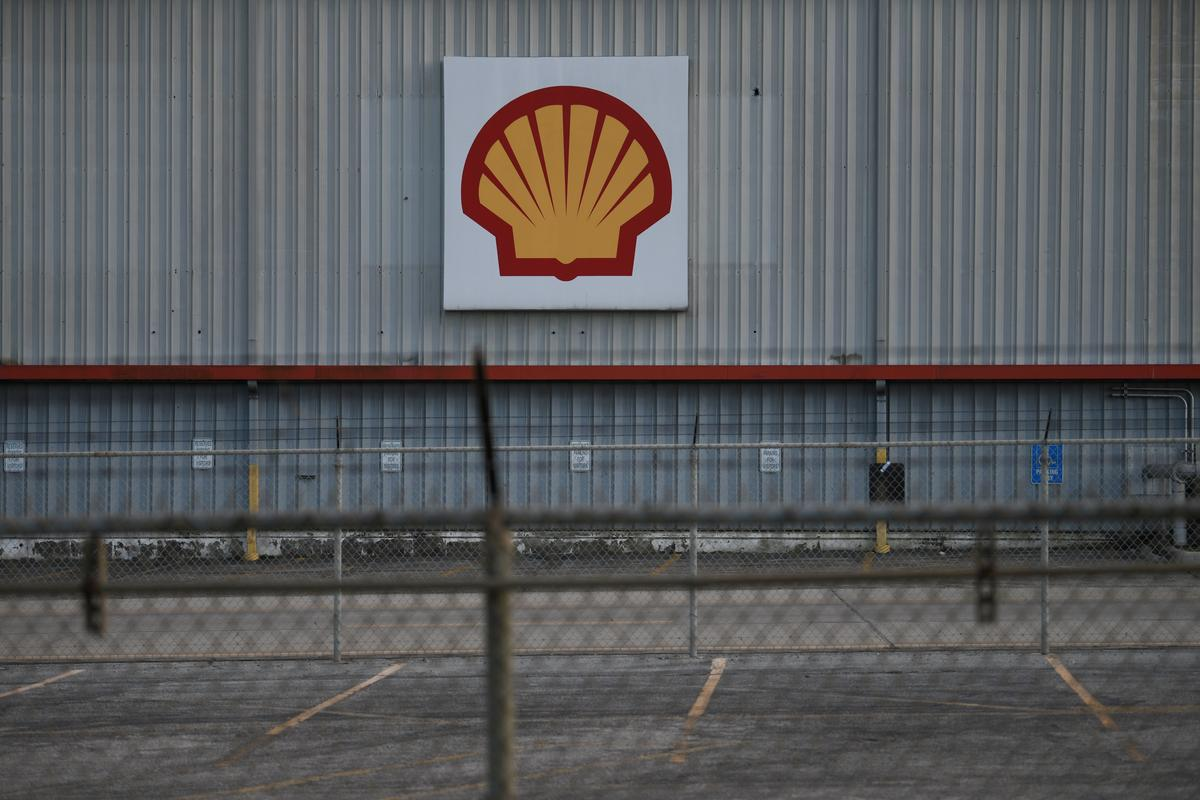 Shell cuts 2020 spending by $5 billion, suspends share buyback