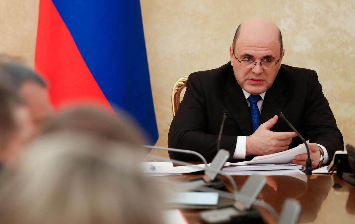 Russia to use mobile phones to track people at risk of coronavirus