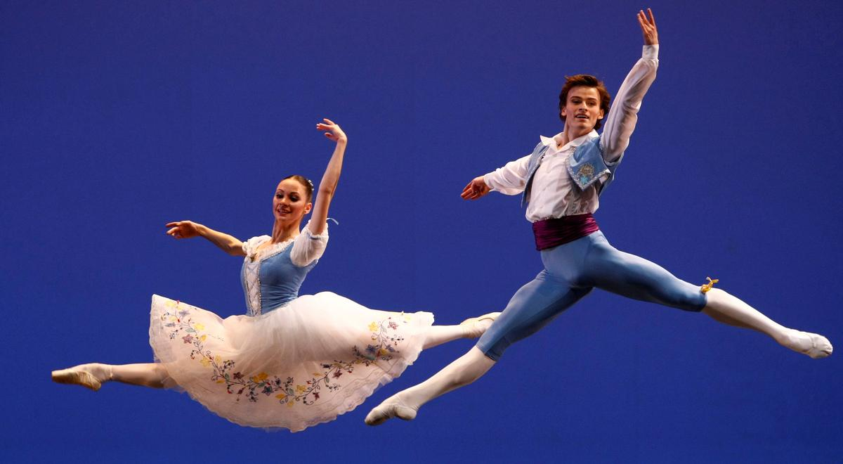 Private dancer: Ballet star practices at home during coronavirus shutdown