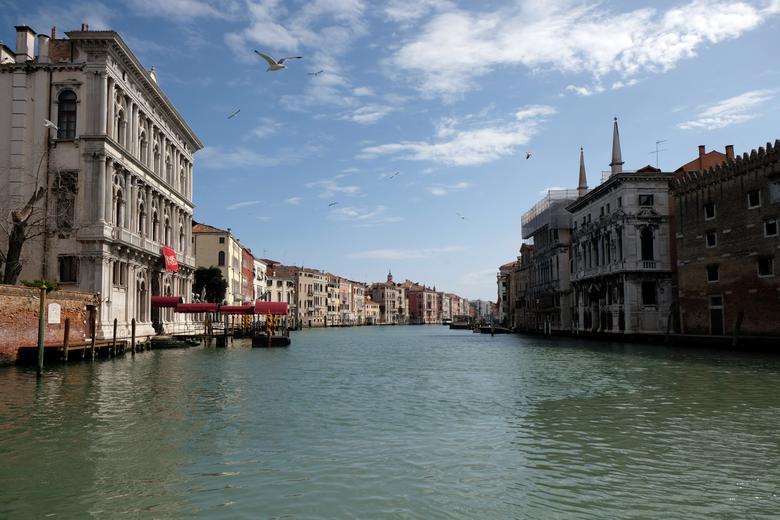 El Gran Canal está vacío en Venecia, el 22 de marzo. REUTERS / Manuel Silvestri