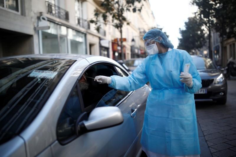French coronavirus death toll tops 1,000, lockdown likely to be extended