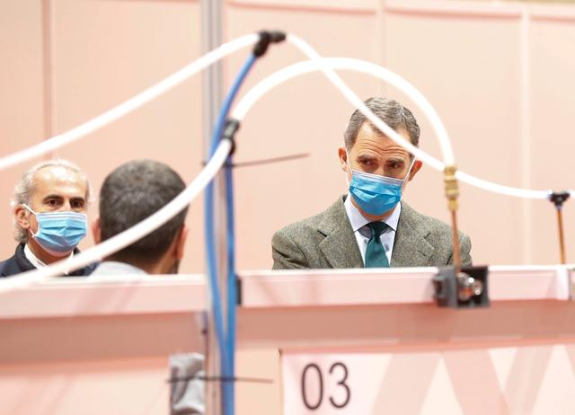 Spain's King Felipe VI visits a military hospital set up at the IFEMA conference centre during the coronavirus disease (COVID-19) outbreak in Madrid, Spain, March 26, 2020. Spanish Royal House/Handout via REUTERS