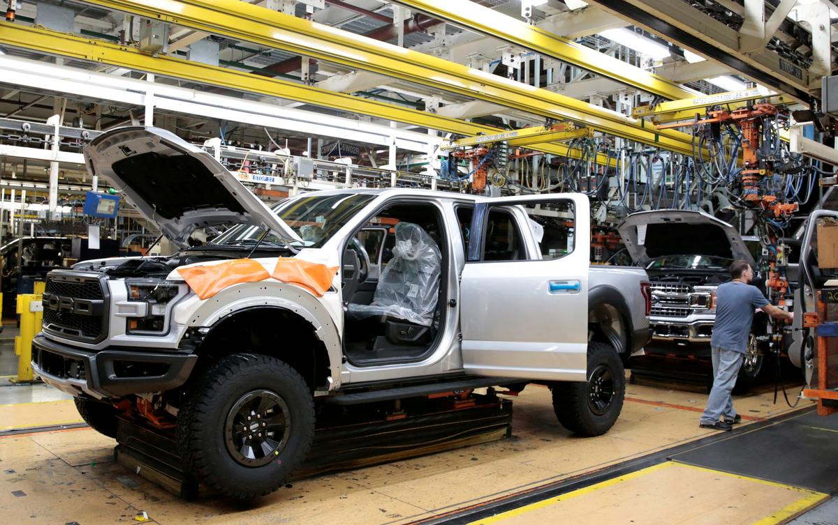 U.S. carmakers move to shore up cash, Ford to restart some plants