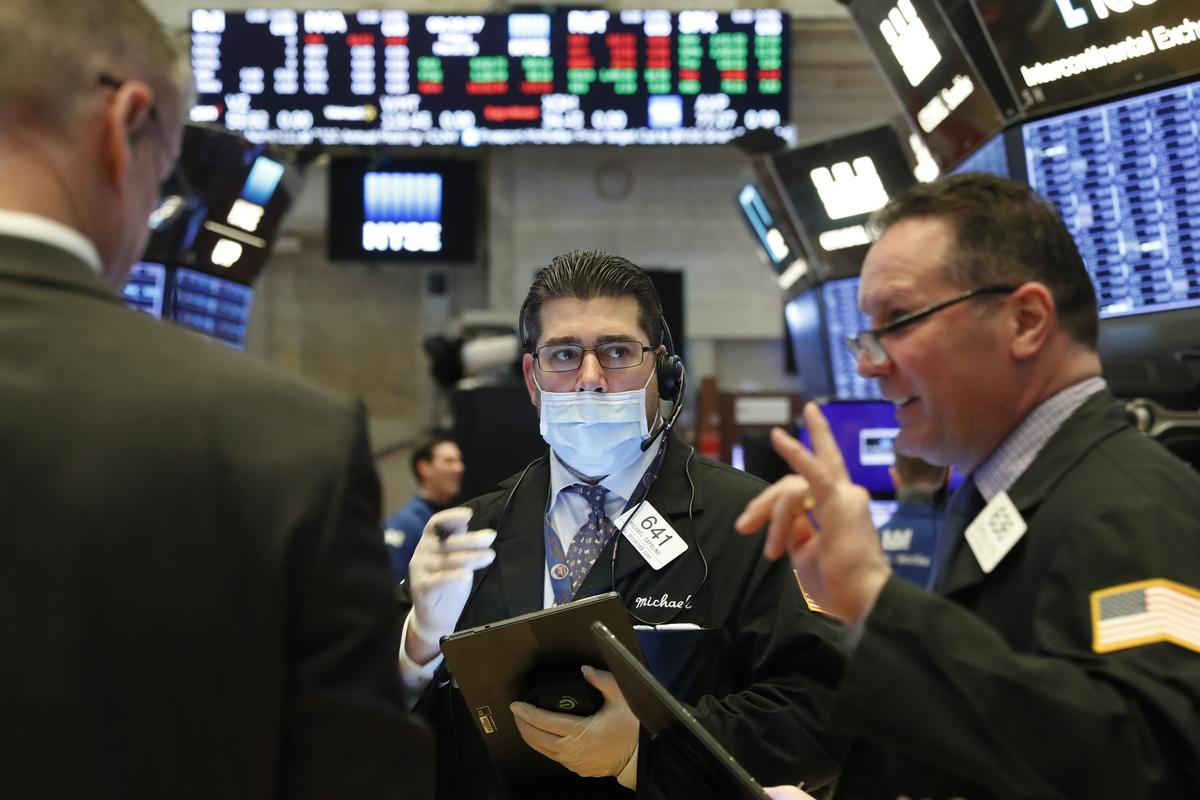 Wall St. to snap record three-day surge as virus threat intensifies