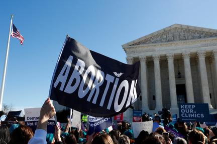U.S. appeals court lifts block on Texas abortion order