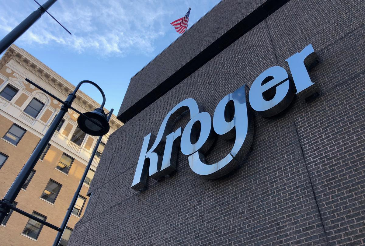 Kroger posts 30% jump in March comparable sales, borrows $1 billion