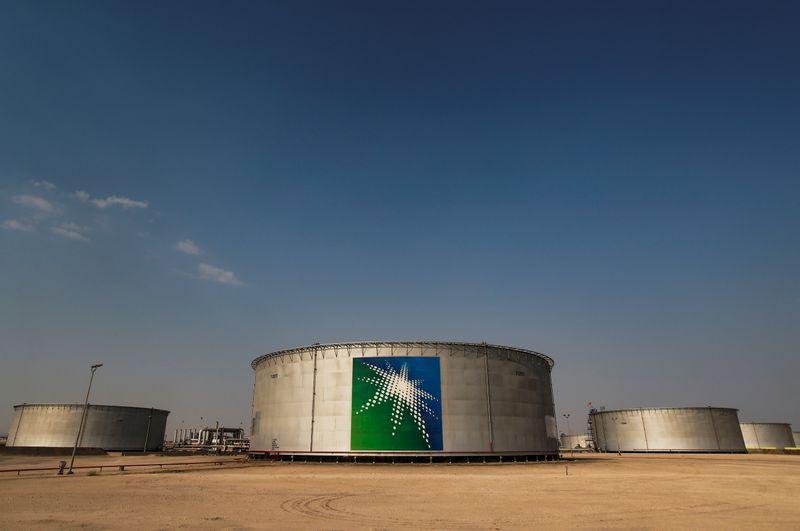 Saudi oil supply hits record high despite U.S. pressure: sources