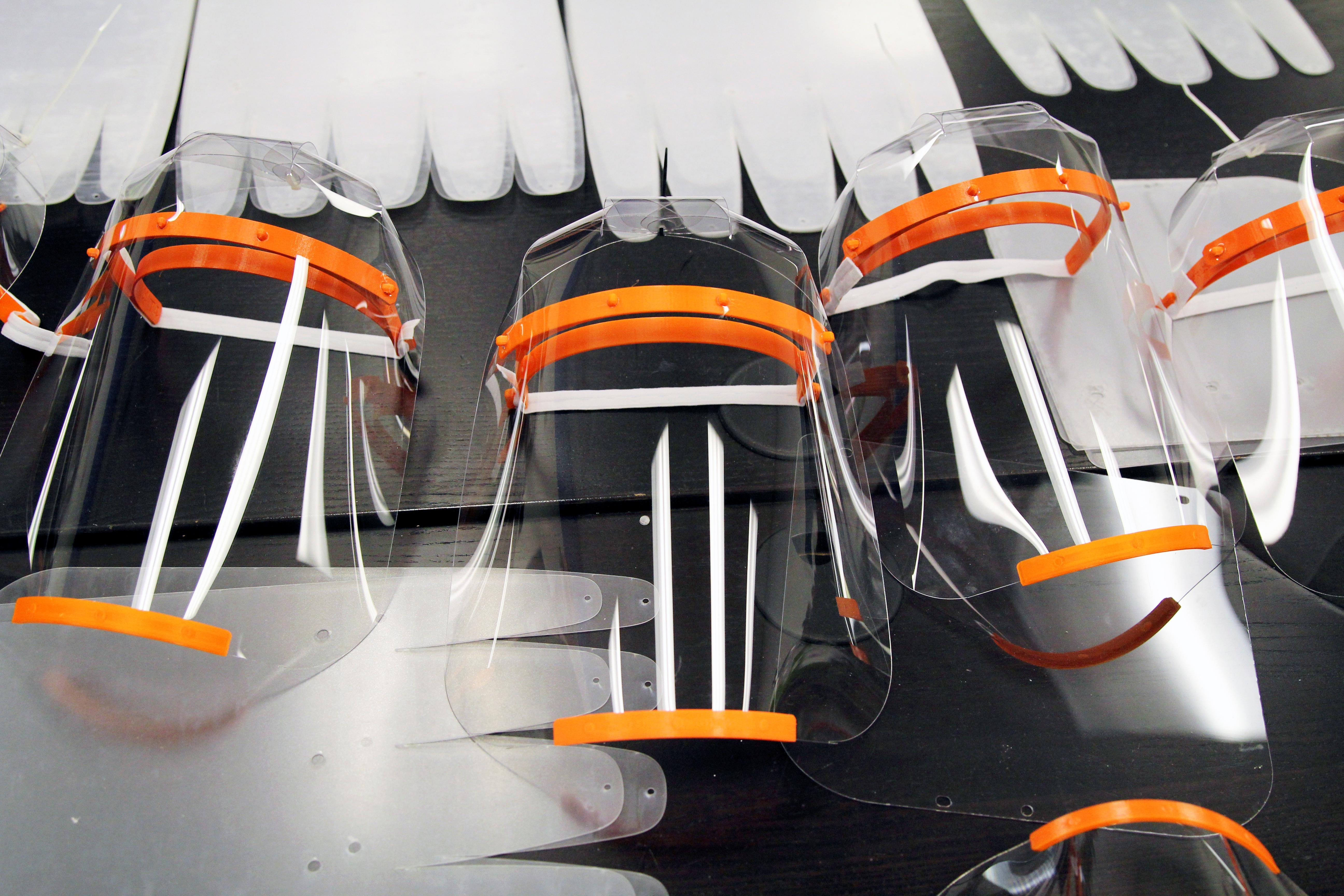 Les imprimantes 3D forgent des écrans faciaux pour lutter contre le coronavirus