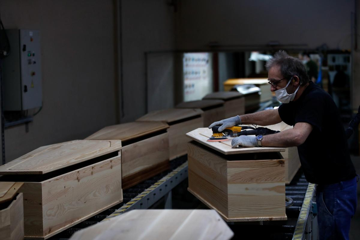 Business booms for coffin-makers in coronavirus-hit France