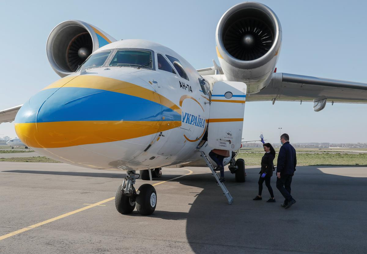 Ukrainian doctors fly to Italy to help combat coronavirus