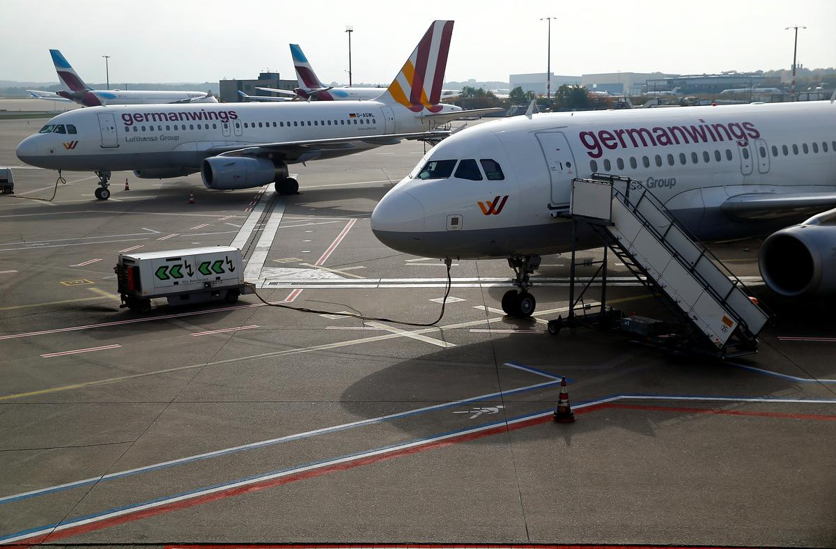Lufthansa to discuss permanently grounding Germanwings: sources