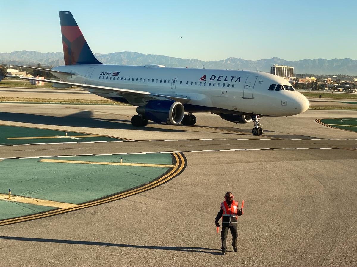 U.S. Treasury talks continue on $25 billion in aviation grants