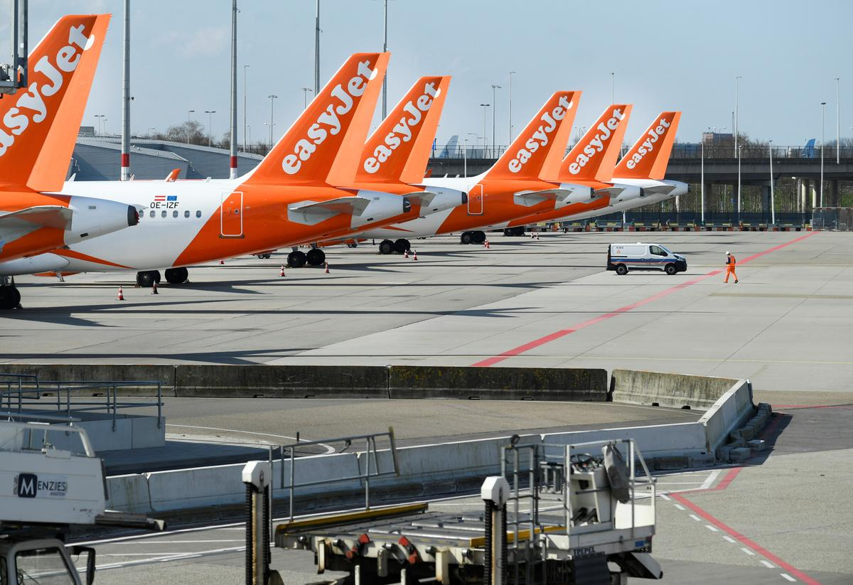 EasyJet founder seeks to oust directors over Airbus plane order