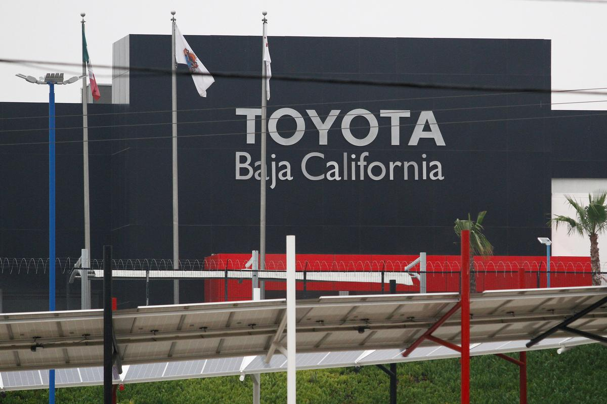 Toyota extends North American plant shutdown; will stop paying 5,000 temporary workers