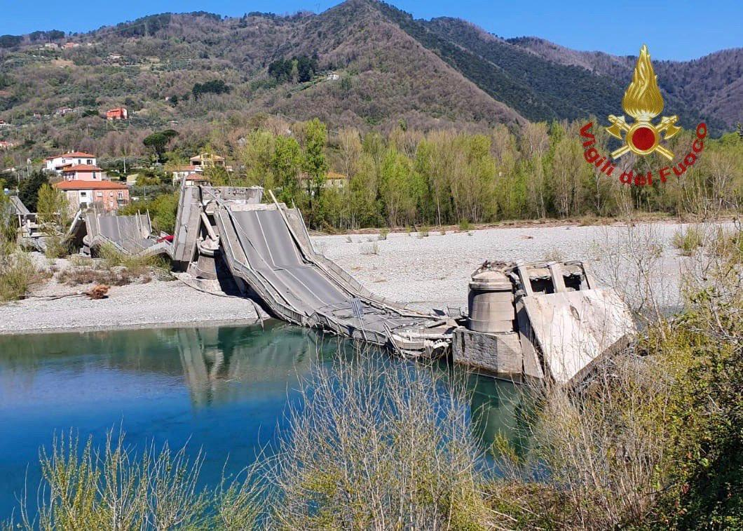 Roadbridge in north Italy collapses, two suffer minor injuries