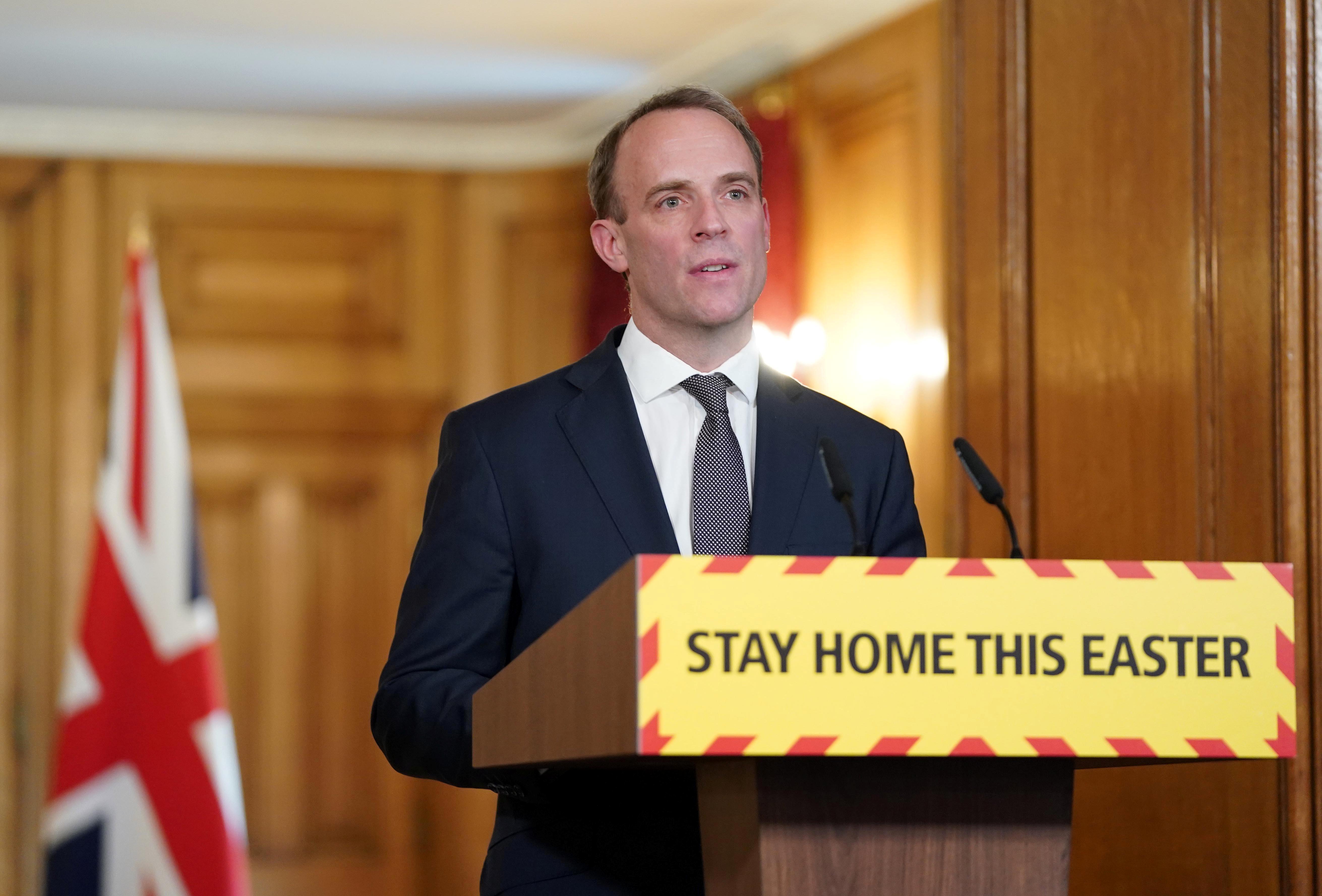 Le Premier ministre britannique Johnson progresse dans la lutte contre le COVID-19, mais toujours en soins intensifs