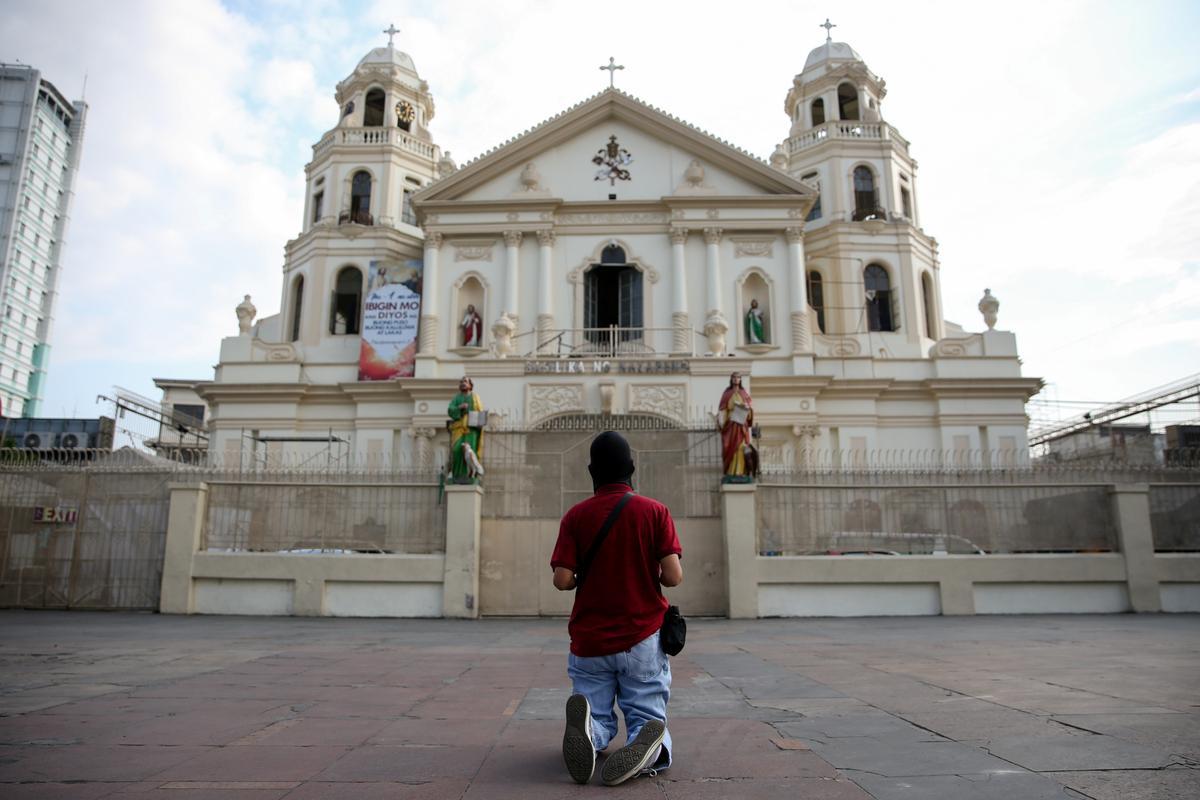 Philippine penitents perform Easter rites despite coronavirus