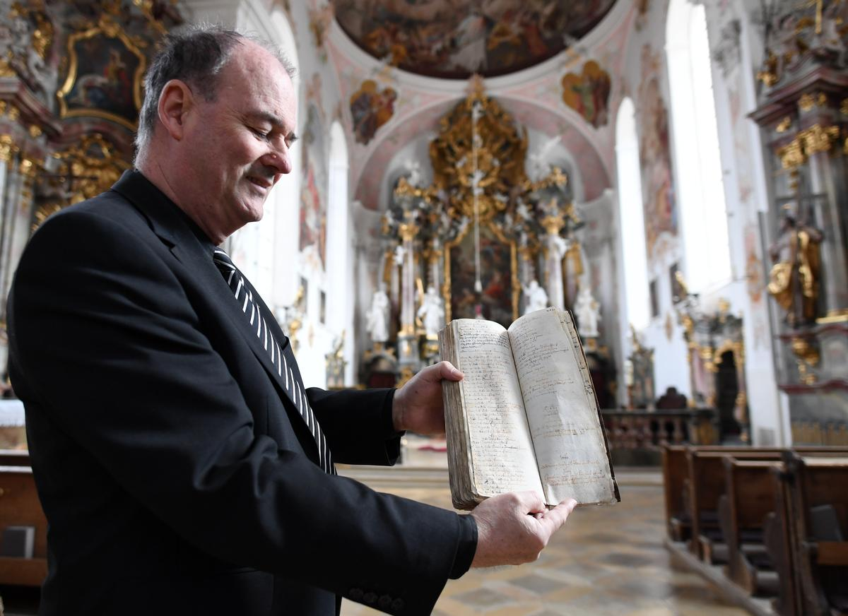 Bavarian town's 17th century vow has spared it from coronavirus, pastor says
