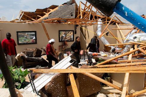 Dozens killed as tornadoes rip through southern U.S.