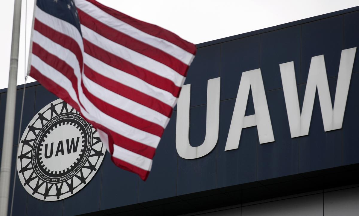 Detroit automakers, UAW to continue talks over reopening U.S. plants