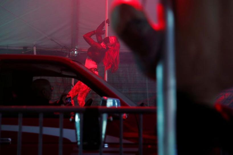 Food 2 Go-Go: Oregon strip club brings burlesque to coronavirus ...