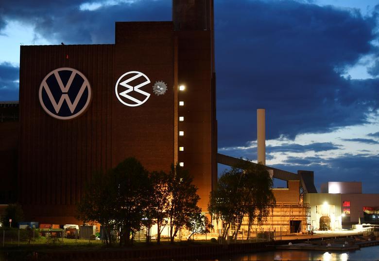 VW, Daimler urge Germany to boost car demand as profits plunge | Reuters.com