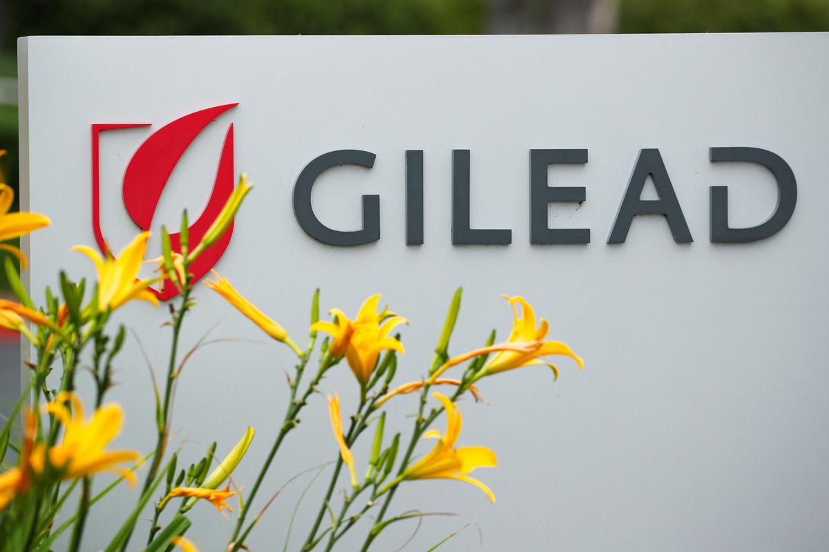 Gilead aims to expand remdesivir output for COVID-19, posts flat first-quarter results