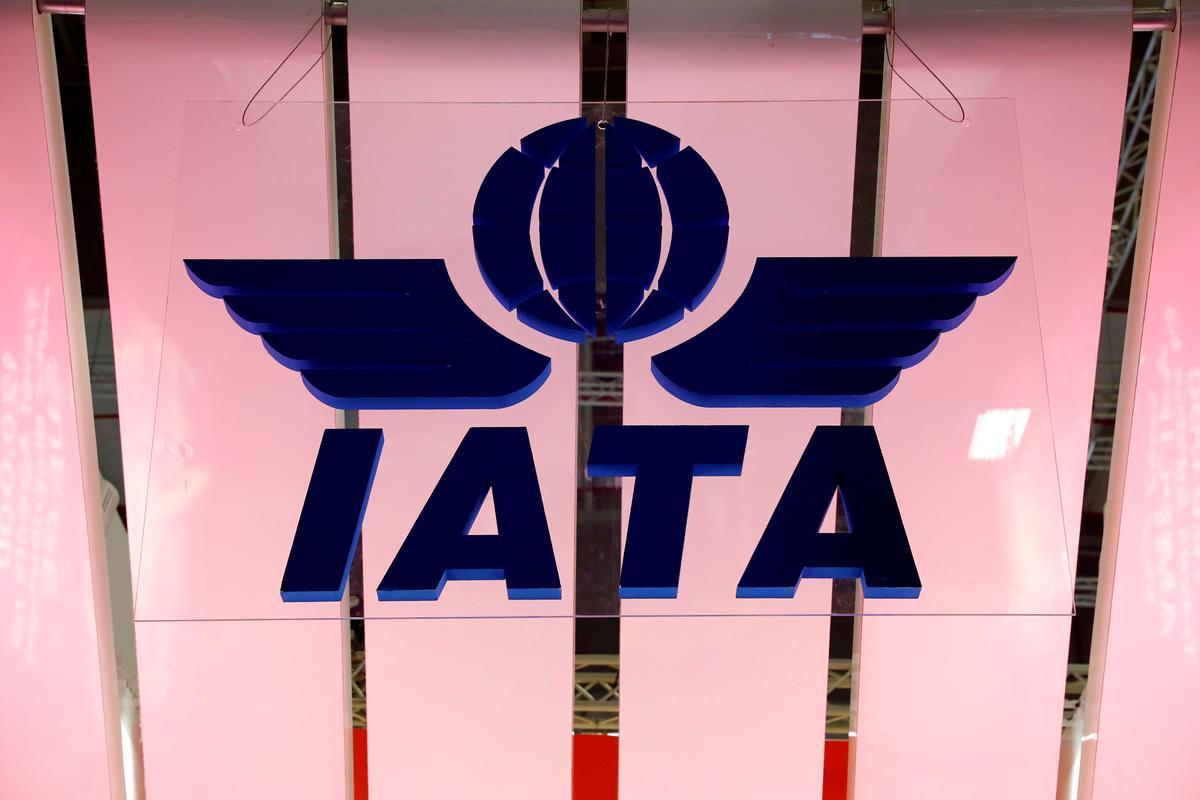 Global airlines body IATA backs face masks for safe flying