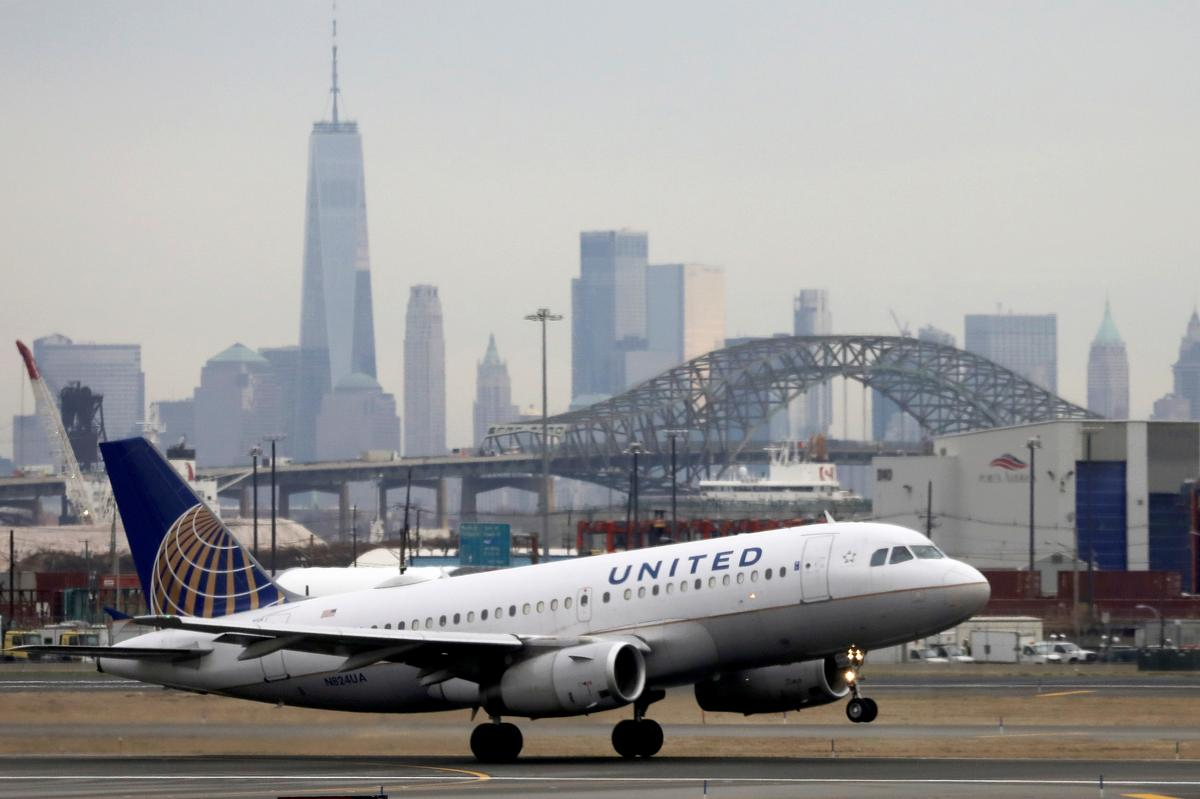 United Airlines to raise $2.25 billion through bond offering