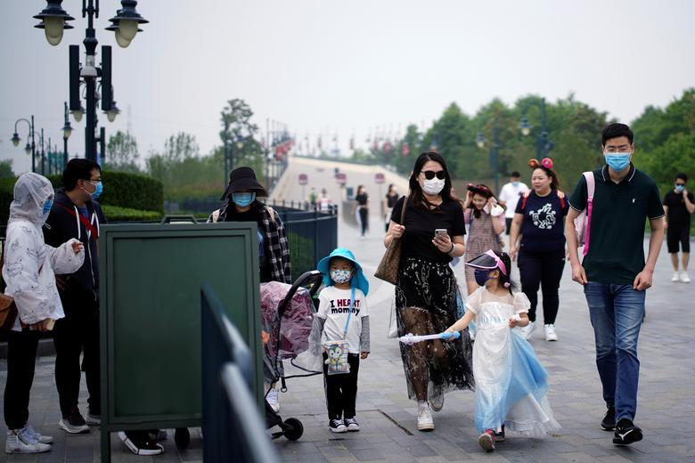 Флагман Disney в Китаї вартістю 5,5 мільярда доларів - перший з шести курортів по всьому світу, що відкрився після пандемії, в результаті якої загинуло понад 280 000 осіб, що призвело до заворушень в сфері обслуговування споживачів по всьому світу. REUTERS / Aly Song