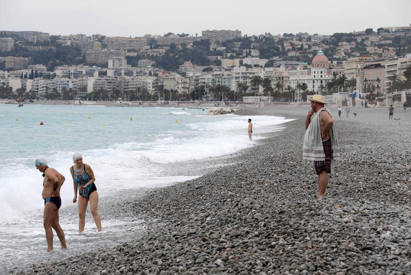 Swim But Don T Sunbathe French Riviera Beach Re Opens With Post Lockdown Rules Reuters