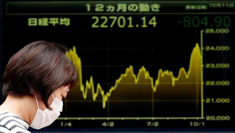 Borsa Tokyo in rialzo su rallentamento contagi in Giappone, pesano tensioni Usa-Cina