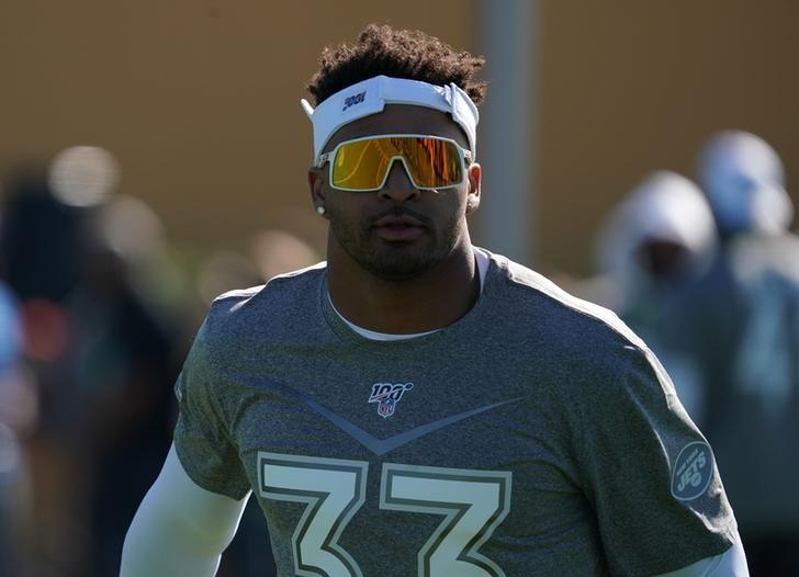 Adams, Jets at impasse on contract talks