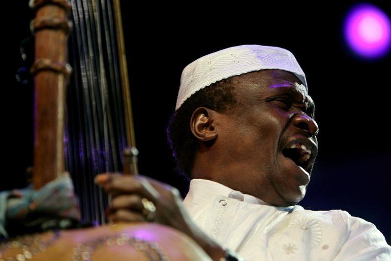 وفاة أسطورة الموسيقى الأفريقية موري كانتيه عن 70 عاما - Reuters