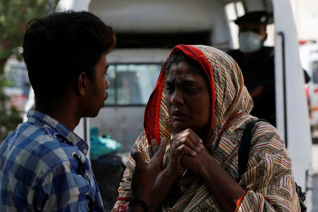 A woman mourns the death of a relative, who was killed in a plane crash, outside a morgue in Karachi, Pakistan May 23, 2020. REUTERS/Akhtar Soomro