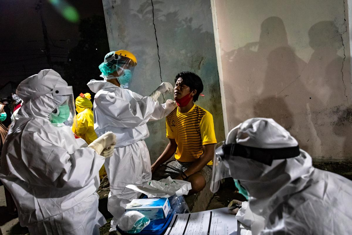 Indonesia reports 949 coronavirus new cases, 25 new deaths