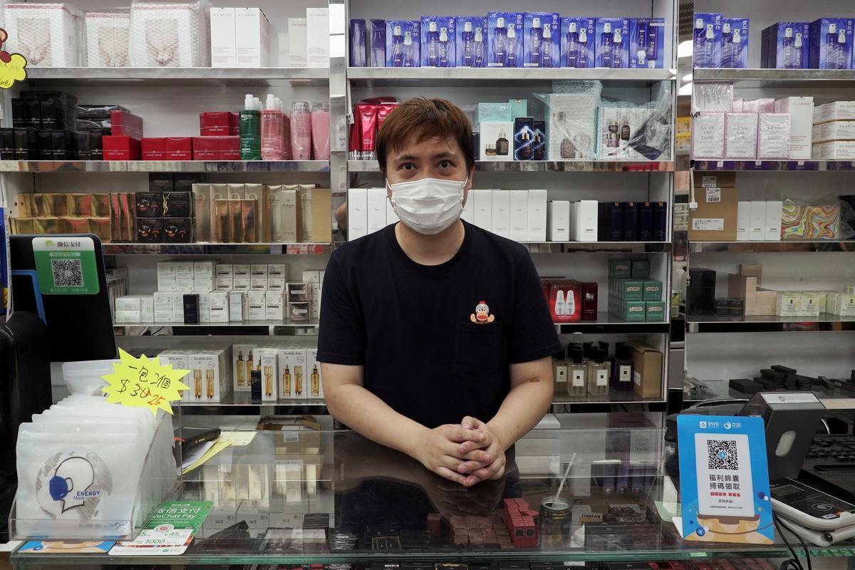 Hong Kong border town slumps as mainland traders vanish