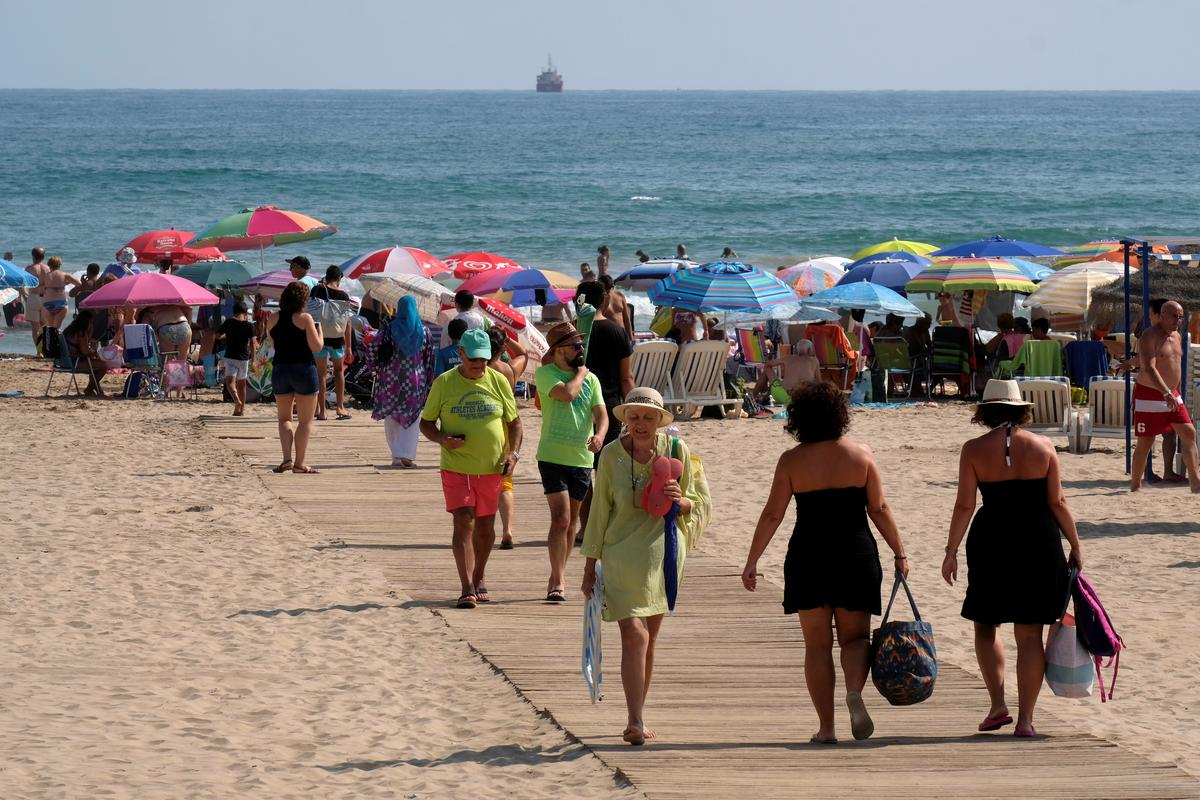 Foreign tourists can book holidays in Spain from July - minister 6