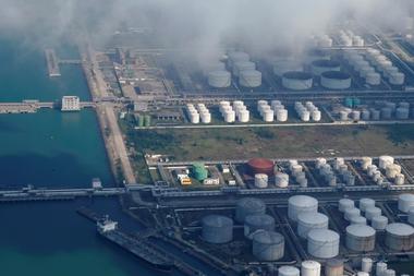 """焦点:中国""""隐士""""斥资者押注油价反弹 本地储油容量即将满载"""
