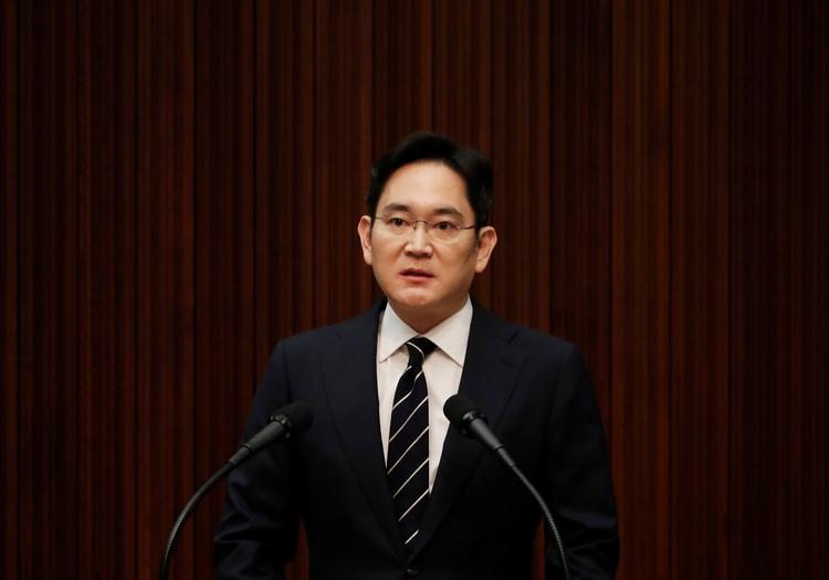 Samsung Group heir questioned by prosecutors over a 2015 deal