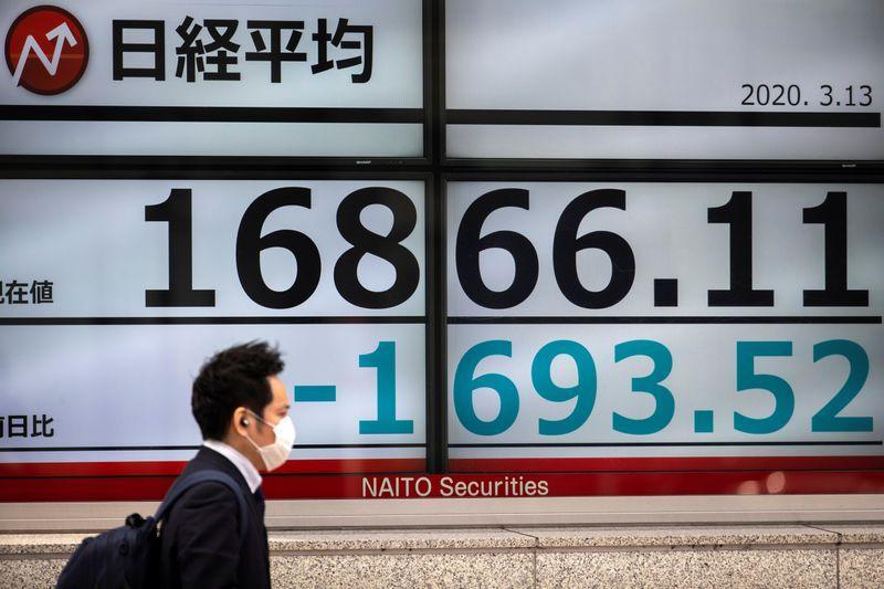 Borsa Tokyo in rialzo a massimi di quasi 3 mesi su riapertura economia