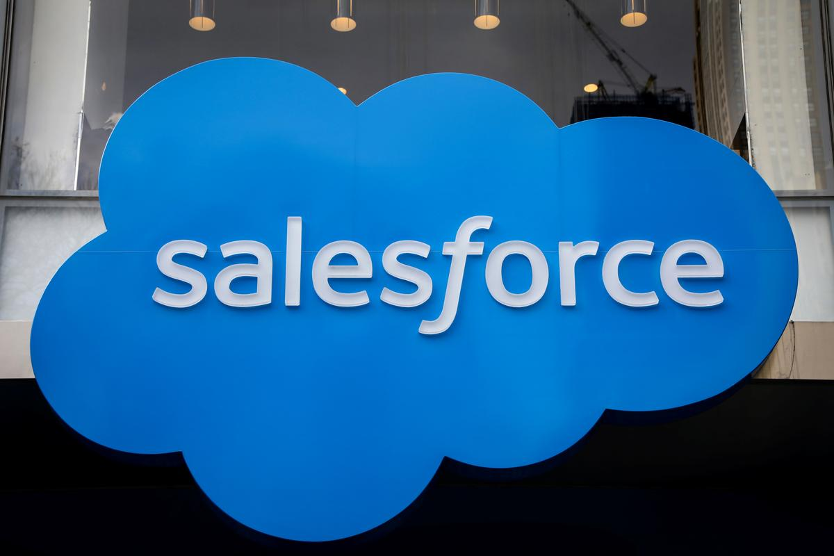 Salesforce cuts annual estimates on COVID-19 hit