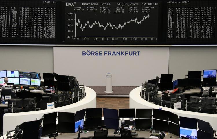 UPDATE 1-European shares retreat, Trump's China response awaited