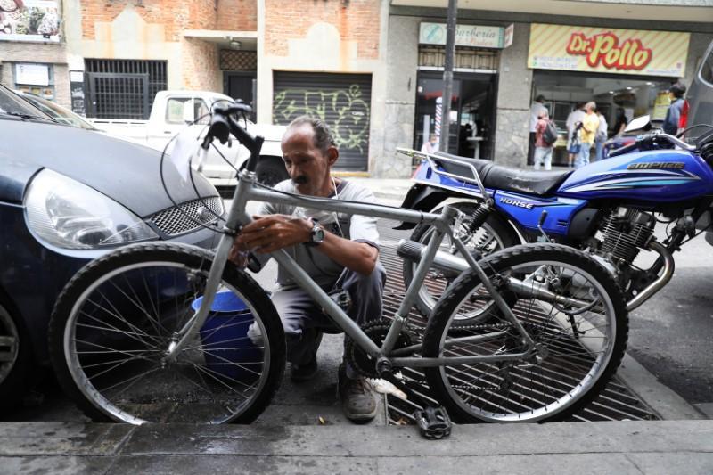 Fuel-short Venezuelans turn to two wheels in boom for bike mechanics