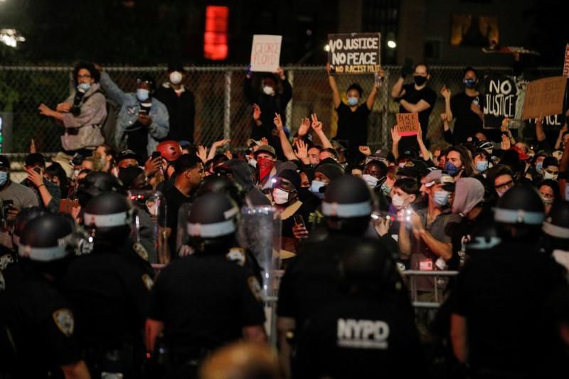 Sporadic violence flares in latest U.S. protests over Floyd death