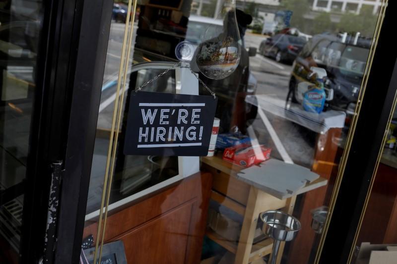 U.S. labor market stabilizing as layoffs abate