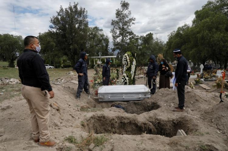 Mexico overtakes U.S. coronavirus daily deaths, sets records
